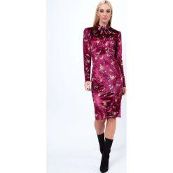 Sukienka welurowa w kwieciste wzory bordowa 6626. Czerwone sukienki Fasardi, l, z weluru. Za 69,00 zł.