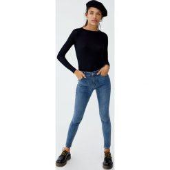 Jeansy skinny fit ze średnim stanem. Szare jeansy damskie relaxed fit Pull&Bear, z jeansu. Za 69,90 zł.