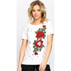 Biały T-shirt Inside Garden. Białe bluzki z odkrytymi ramionami marki Born2be, l, z aplikacjami, z okrągłym kołnierzem. Za 34,99 zł.