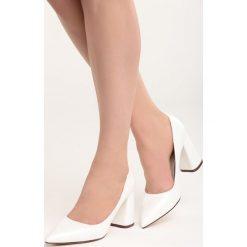 Białe Czółenka Night With Me. Białe buty ślubne damskie marki Born2be, ze szpiczastym noskiem. Za 79,99 zł.