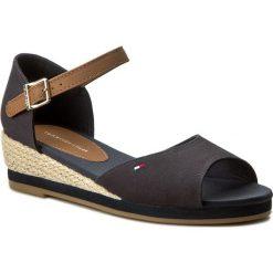 Sandały TOMMY HILFIGER - Kristin 5C1 FG0FG00028 Midnight 403. Czerwone sandały dziewczęce marki La Redoute Collections, z materiału, na obcasie, na sznurówki. W wyprzedaży za 169,00 zł.