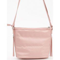 Pikowana torebka na ramię - Różowy. Czerwone torebki klasyczne damskie Reserved, pikowane. W wyprzedaży za 59,99 zł.