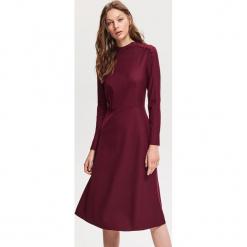 Rozkloszowana sukienka - Czerwony. Czerwone sukienki rozkloszowane marki Reserved. Za 179,99 zł.