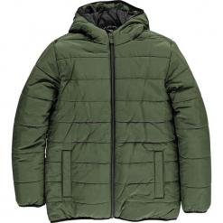 Kurtka zimowa w kolorze oliwkowym. Niebieskie kurtki chłopięce zimowe marki TXM. W wyprzedaży za 162,95 zł.