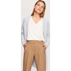 Sweter z domieszką wełny i moheru - Niebieski. Białe swetry klasyczne damskie marki Reserved, l, z dzianiny. Za 299,99 zł.