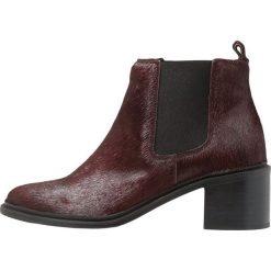Royal RepubliQ TOWN CHELSEA Ankle boot bordeaux. Czerwone botki damskie skórzane marki Royal RepubliQ. Za 929,00 zł.
