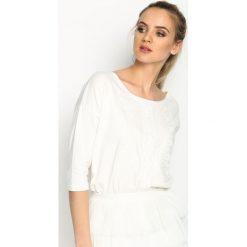 Biała Bluzka Guipure Line. Białe bluzki na imprezę marki Born2be, m, ze sznurowanym dekoltem, z krótkim rękawem. Za 44,99 zł.