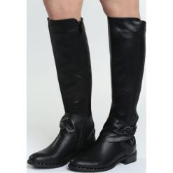 Czarne Kozaki Show Me The Way. Czarne buty zimowe damskie marki Born2be, przed kolano, na płaskiej podeszwie. Za 129,99 zł.