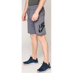 Nike Sportswear - Szorty. Szare spodenki sportowe męskie Nike Sportswear, z bawełny, sportowe. W wyprzedaży za 159,90 zł.