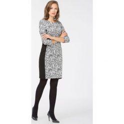 Sukienka z żakardowym wzorem. Czarne sukienki balowe Monnari, z wiskozy, z dekoltem na plecach, dopasowane. Za 111,60 zł.