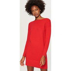 Długi sweter - Czerwony. Szare swetry klasyczne damskie marki Top Secret, na jesień. Za 79,99 zł.