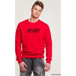 Klasyczna czerwona bluza z nadrukiem MT&MM. Czerwone bluzy męskie rozpinane marki KALENJI, m, z elastanu, z długim rękawem, długie. Za 169,00 zł.
