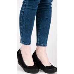 Buty ślubne damskie: Czarne czółenka na koturnie KASSIDY