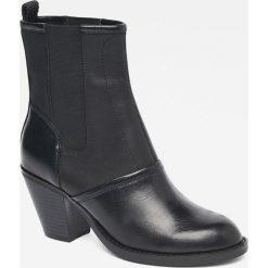 G-Star Raw - Botki. Czarne buty zimowe damskie marki Asics. W wyprzedaży za 399,90 zł.