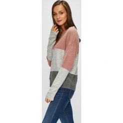 Jacqueline de Yong - Sweter Elanor. Szare swetry klasyczne damskie Jacqueline de Yong, l. W wyprzedaży za 84,90 zł.