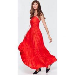DŁUGA SUKIENKA LETNIA, Z FALBANĄ. Szare długie sukienki Top Secret, na jesień, z długim rękawem. Za 64,99 zł.
