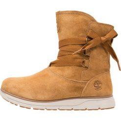 Timberland LEIGHLAND PULL ON Botki sznurowane tan. Brązowe buty zimowe damskie marki Timberland, z materiału. W wyprzedaży za 401,40 zł.