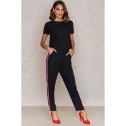 Spodnie z wysokim stanem: NA-KD Trend Sportowe spodnie z lampasami - Black
