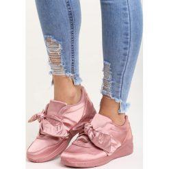 Różowe Buty Sportowe We Found Love. Czerwone buty sportowe damskie marki Born2be, z satyny. Za 89,99 zł.