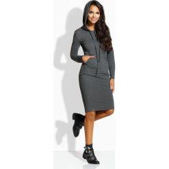 Długa dopasowana sukienka grafit ELLA. Czarne długie sukienki marki Sinsay, l, z kapturem. Za 104,90 zł.