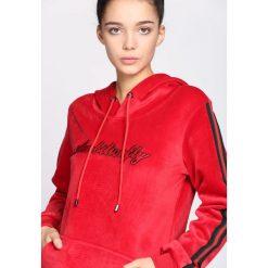 Czerwona Bluza Peace. Czerwone bluzy sportowe damskie Born2be, l. Za 64,99 zł.