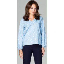 Bluzka w Kropki z Asymetryczną Falbanką - Wzór 96. Niebieskie bluzki asymetryczne Molly.pl, l, w kropki, z jeansu, z asymetrycznym kołnierzem, z długim rękawem. Za 124,90 zł.