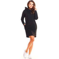 Czarna Codzienna Sukienka w Sportowym Stylu z Kapturem. Czarne sukienki dresowe marki Molly.pl, na co dzień, uniwersalny, sportowe, z kapturem, proste. Za 149,90 zł.