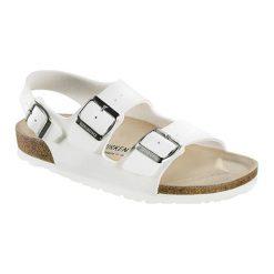 Sandały w kolorze białym. Białe sandały męskie Birkenstock, na płaskiej podeszwie. W wyprzedaży za 199,95 zł.