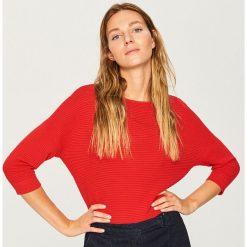 Sweter z rękawami 3/4 - Czerwony. Czerwone swetry klasyczne damskie Reserved, l. Za 59,99 zł.