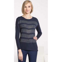 Swetry klasyczne damskie: Sweter zdobiony pajetami