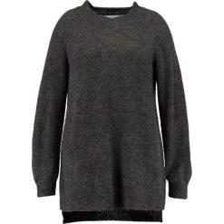 Swetry klasyczne damskie: Zizzi Sweter night sky melange