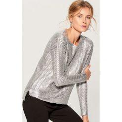 Sweter z warkoczowym splotem - Jasny szar. Czerwone swetry klasyczne damskie marki Mohito, z bawełny. Za 119,99 zł.