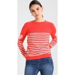 Swetry damskie: Mint Velvet STRIPE & HEART MIX CREW NECK  Sweter red