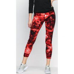 Spodnie damskie: Czerwone Legginsy Spiral Galaxy