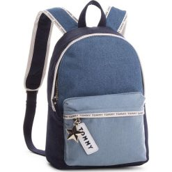 Plecak TOMMY HILFIGER - Th Logo Tape Mini Backpack Denim AW0AW05086 901. Niebieskie plecaki damskie TOMMY HILFIGER, z denimu, eleganckie. W wyprzedaży za 239,00 zł.