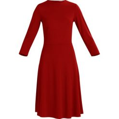 Sukienki hiszpanki: KIOMI Sukienka koktajlowa red