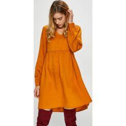 Vero Moda - Sukienka Viga. Pomarańczowe długie sukienki marki Vero Moda, na co dzień, m, z lyocellu, casualowe, z długim rękawem. Za 219,90 zł.