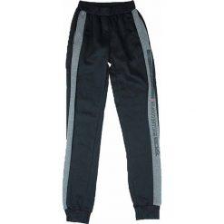 Spodnie dresowe w kolorze czarnym. Brązowe dresy chłopięce marki bonprix, melanż, z dresówki. W wyprzedaży za 49,95 zł.