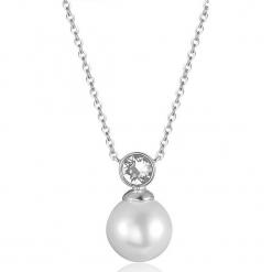 Naszyjnik z kryształkami Swarovski i perłą w kolorze białym - dł. 40 cm. Szare naszyjniki damskie Biżuteria z kryształkami Swarovski. W wyprzedaży za 58,95 zł.