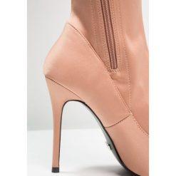 Topshop BELLINI Kozaki na obcasie nude. Pomarańczowe buty zimowe damskie marki Topshop, z materiału, na obcasie. Za 299,00 zł.