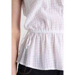 Bluzki asymetryczne: Abercrombie & Fitch RUFFLE PEPLUM Bluzka white