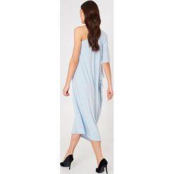 Filippa K Asymetryczna sukienka wieczorowa - Blue. Niebieskie sukienki asymetryczne marki Filippa K, wizytowe, z asymetrycznym kołnierzem. W wyprzedaży za 405,18 zł.