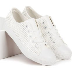 Ażurowe trampki na wiązanie ESMERALDA. Białe tenisówki damskie KYLIE, w ażurowe wzory. Za 69,00 zł.