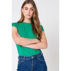 NA-KD Basic T-shirt z surowym wykończeniem - Green. Różowe t-shirty damskie marki NA-KD Basic, z bawełny. W wyprzedaży za 21,18 zł.