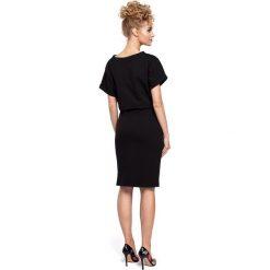 ELISE Sukienka midi z wiązaniem w pasie- czarna. Czarne sukienki dresowe Moe, s, sportowe, z krótkim rękawem, midi, ołówkowe. Za 119,00 zł.