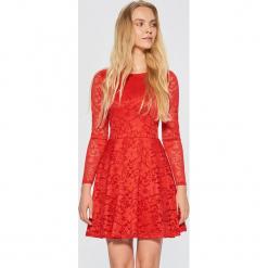 Koronkowa sukienka - Czerwony. Czerwone sukienki koronkowe marki Cropp, l. Za 99,99 zł.