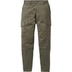 Spodnie dresowe bojówki bonprix ciemnooliwkowy. Zielone bojówki męskie bonprix, z dresówki. Za 54,99 zł.