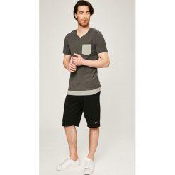 Tommy Jeans - Szorty. Czerwone spodenki jeansowe męskie marki Cropp. W wyprzedaży za 219,90 zł.