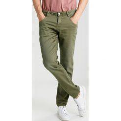 Cars Jeans PRINZE Spodnie materiałowe olive. Zielone jeansy męskie regular Cars Jeans. Za 169,00 zł.