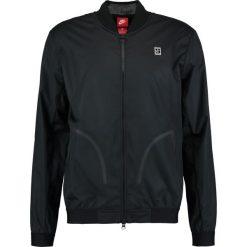 Nike Performance Kurtka sportowa black. Czarne kurtki dziewczęce Nike Performance, z materiału, sportowe. W wyprzedaży za 461,40 zł.